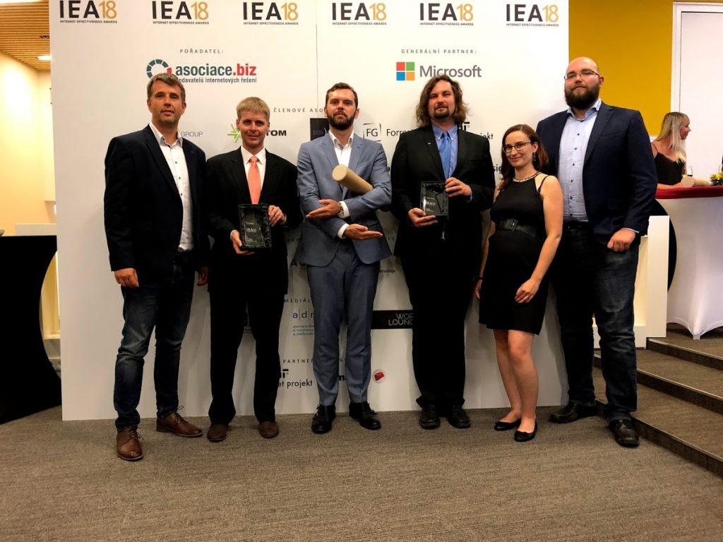 Předávání cen na IEA 2018. Zleva: Tomáš Čermák (eMan), Jan Šedivý (E.ON), Vojtěch Dušek (eMan), Petr Kredba (ŠKODA AUTO), Iva Kabátková (ŠKODA AUTO), Vojtěch Kounovský (eMan)